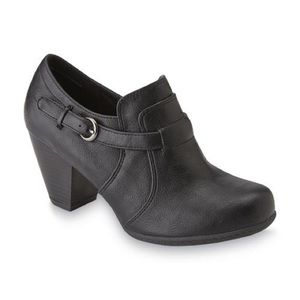 "CANYON RIVER BLUES ""Paige"" black ankle boots."
